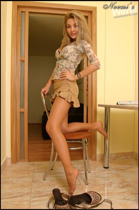 blonde-tan-pantyhose-11