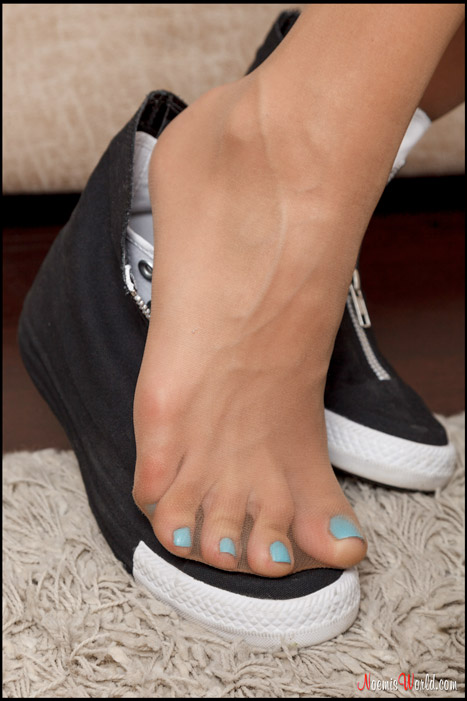 Edna-Hot-blonde-with-big-pantyhosed-feet-04