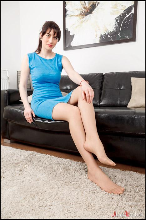 Flavia-Tall-brunette-in-nude-pantyhose-04