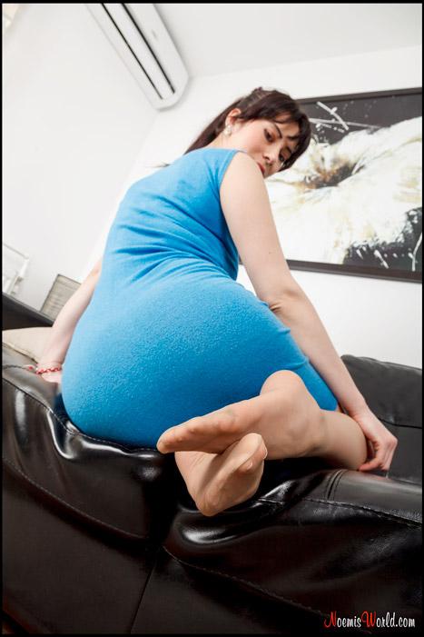 Flavia-Tall-brunette-in-nude-pantyhose-15