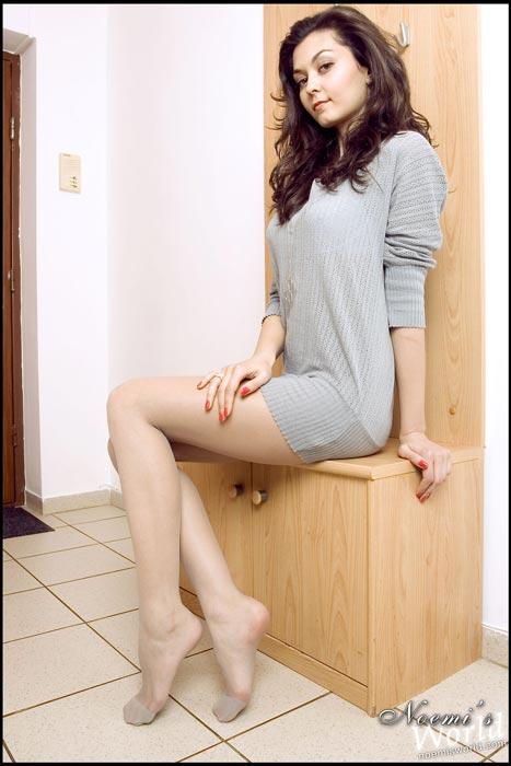 long-legs-nylons-01