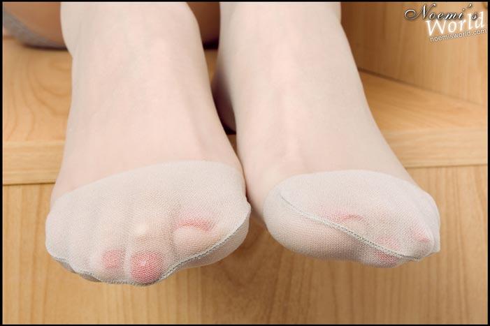 long-legs-nylons-11