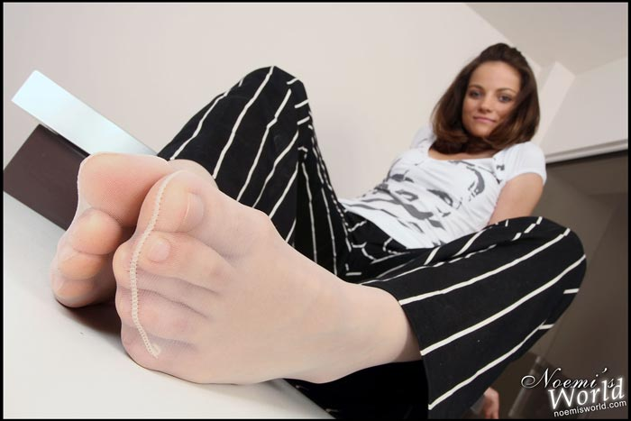 white-pantyhosed-soles-15