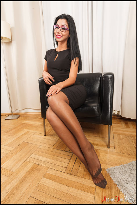 Brunette-with-glasses-in-grey-pantyhose-09