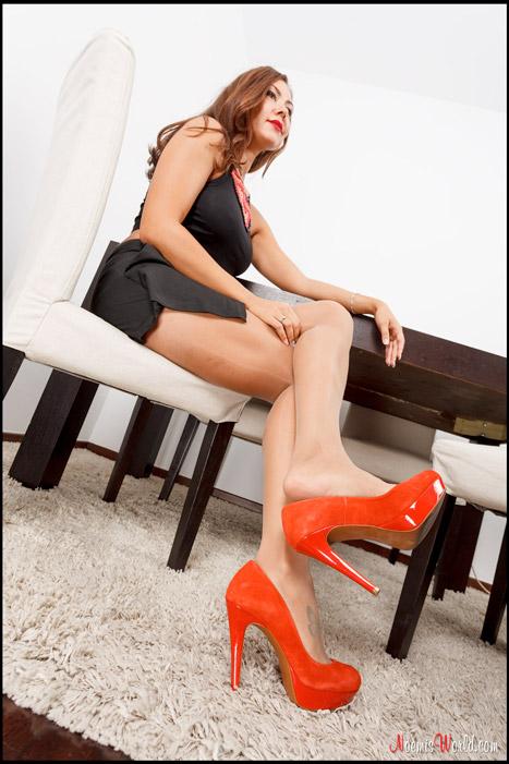 Enna-Hot-girl-in-nude-pantyhose-03
