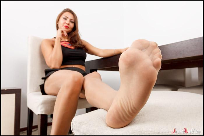 Enna-Hot-girl-in-nude-pantyhose-13