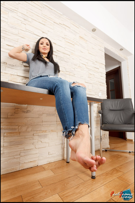 Isis-Sexy-tattooed-girl-with-nylon-socks-15